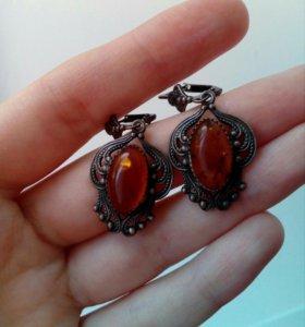 Серьги и кольцо с янтарём