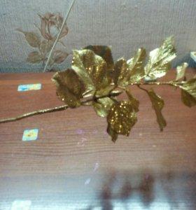 Золотая ветка для декора.