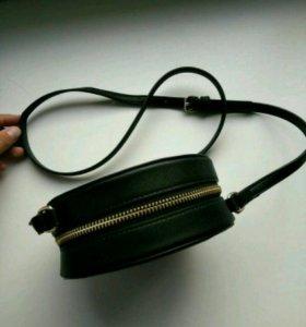 Маленькая чёрная сумочка на длинном ремешке новая