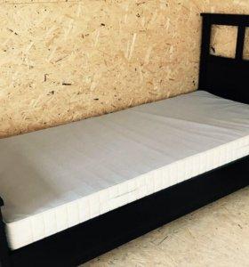 Кровать с матрасом бу 2 дня
