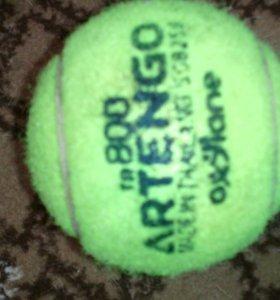 Один теннисный мяч