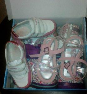 Коробка с детской обувью
