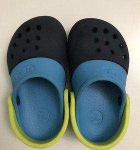 Продаю crocs (кроксы) C7