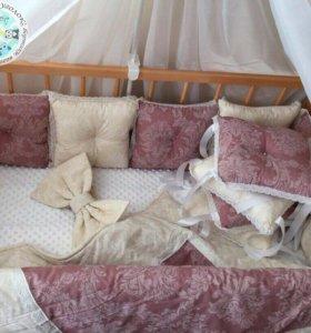 Комплекты в кроватку (бортики и постельное )