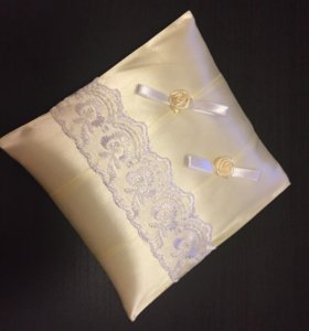 Свадебная подушка для колец