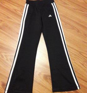 Спортивные брюки Adidas для девочки на рост 134
