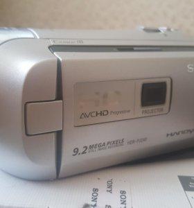 Видеокамера Sony HDR CX240Е. С проектором.