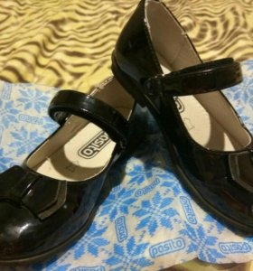 Туфли на девочку размер 27