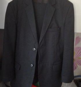 Школьный костюм и рубашки