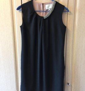 Платье фирменное по бокам карманы