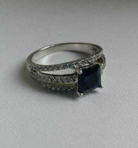 Кольцо серебряное с темно-синим камнем