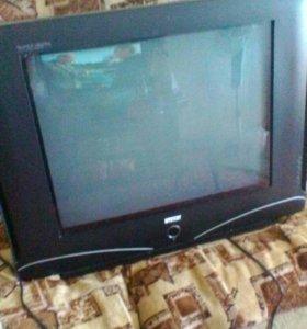 Два телевизора, рабочие.