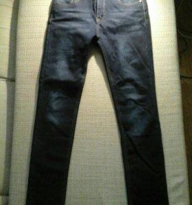 Зауженные утепленные джинсы.