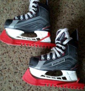 Хоккейные коньки Бауэр Х200, размер 29,5