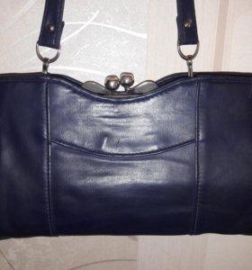 Интересная синяя сумка с застежкой поцелуй.Винтаж!