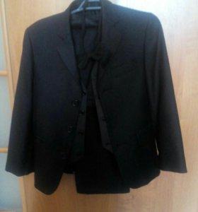 Костюм на мальчика ( пиджак, брюки, жилет)