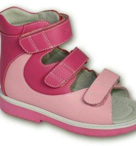 Ортопелические сандали