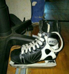 Хоккейные коньки CCM