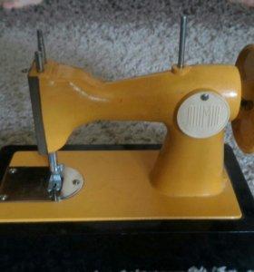 Детская швейная машинка начала 90-х