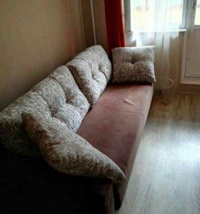 Раскладной диван/ кровать.