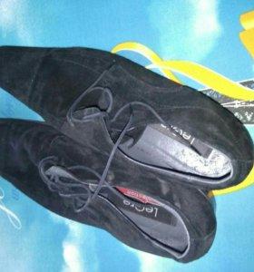 Замшевые туфли 43 разм.