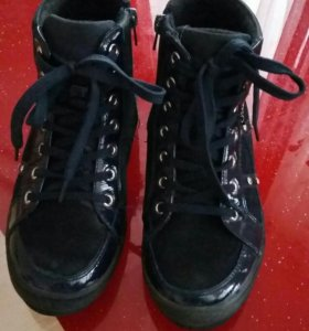 Ботинки 36р темно-синие.  Фирма ,,КАКАДУ''