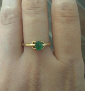 Золотое кольцо с натуральным изумрудом