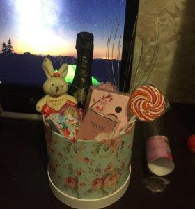 Подарочные корзины, торты, коробочки, букеты