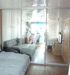 Шкаф встроенный,зеркальный.