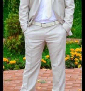 Мужской костюм светло-бежевый Truvor