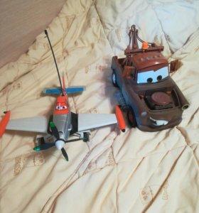 Машина и самолет