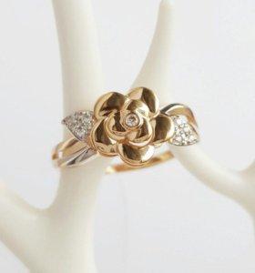 """Золотое кольцо с фианитами """"цветок""""."""