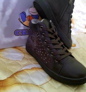 Ботинки для девочек фирма Сказка