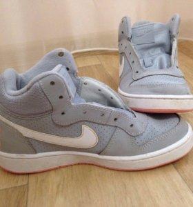 Кроссовки Nike 35-36 размер