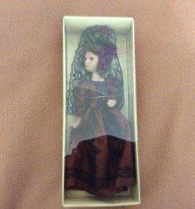 Фарфоровая кукла !!!