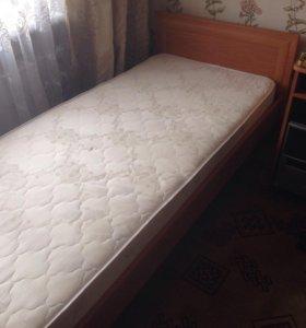 Кровать в хорошем состоянии с матрацем самовывоз