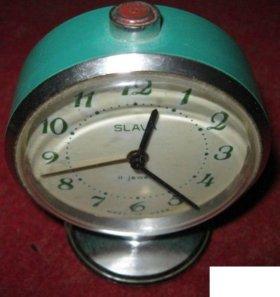 часы будильник Слава в рабочем состоянии СССР
