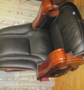 Редкое кресло с подлокотниками на реставрацию