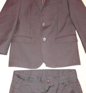 Продаётся школьный костюм