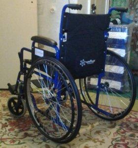 Коляска для инвалида в передвижении для прогулки.