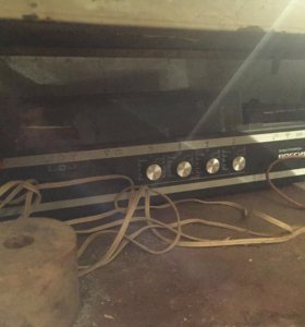 Видеомагнитофон и кассетный проигрыватель