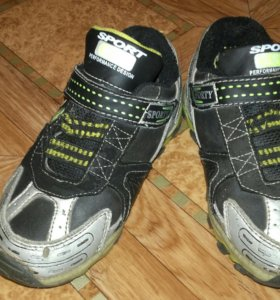 Кроссовки на мальчика 28 размер.