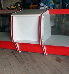Две витрины и стол(комплект)