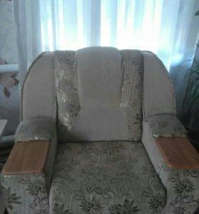 Угловой диван с креслом.