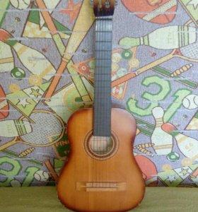 Гитара малая 6 струнная, струны стальные.