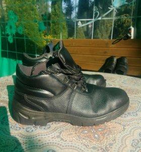 Ботинки строительные...Новые...