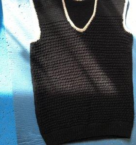 Новая,вязанная жилетка.