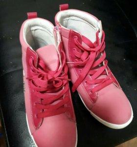 Классные ботинки-кеды для девочки BIKI