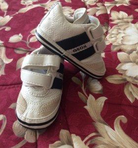 Новые кроссовки для малыша