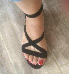 Замшевые сандалии bershka